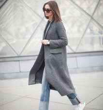 greay-coat-jeans-outfit-street-style