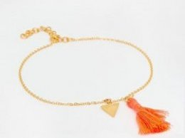 summer-jewelry-trend-anklet-ottoman-hands.jpg
